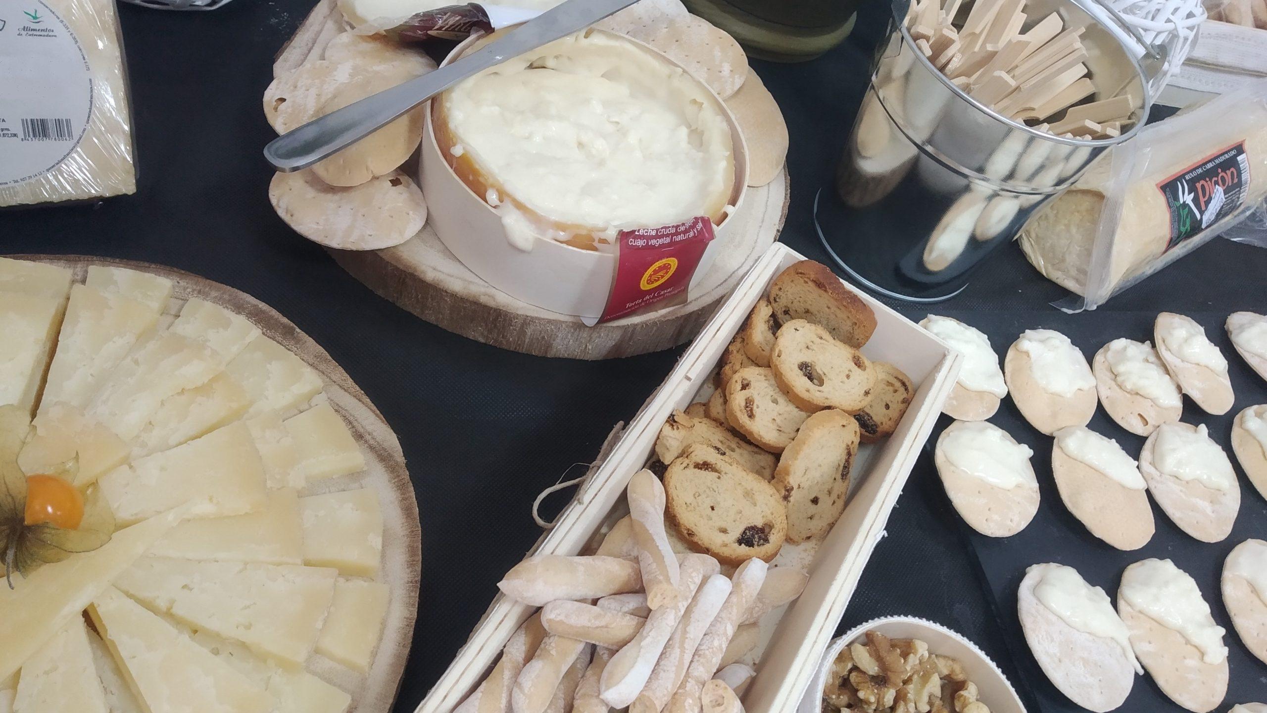 La Torta del Casar se reivindica en el día internacional del queso